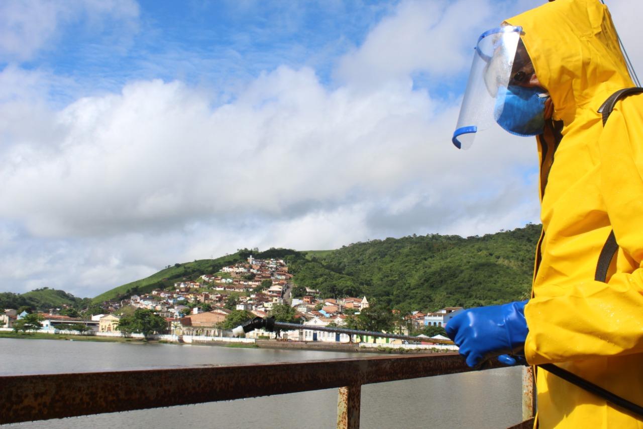 Prefeitura realiza higienização da área de pedestres da Ponte Dom Pedro II