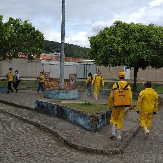 O trabalho de desinfeção dos bairros da cidade e orientação da população continua